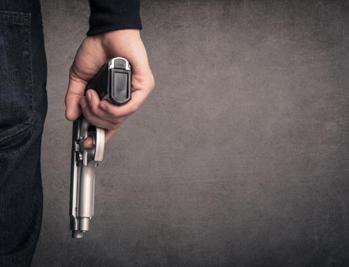 Legitima apărare şi dreptul de a deţine o armă
