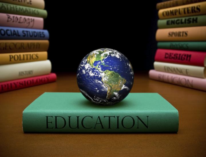 Educaţia, Finanţele şi Justiţia statului atipic- Concurs SNSPA